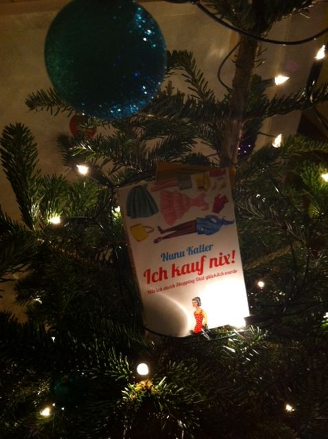 Und unterm/im Weihnachtsbaum macht sichs auch gut :)