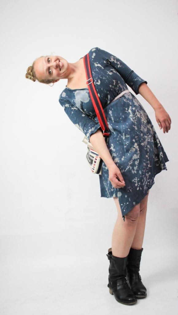 Tasche: Violettsays  Kleid: Frau Fröhlich  Boots: meine eigenen. Makeup: Wie bitte?