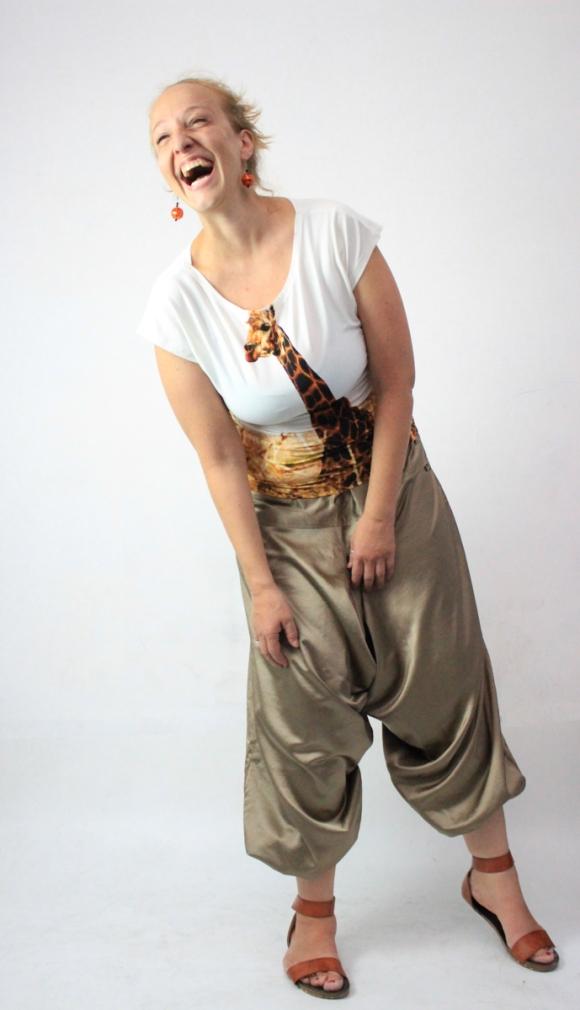 Wahrscheinlich, weil ich eine Giraffe am Busen hab. Mein Lieblingsfoto mit diesem Outfit.
